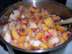 Peach Jam Spiced / A hint of cinnamon gives this peach jam a spicy warm flavor. Leave out the spices for a standard peach jam. Jelly Recipes, Jam Recipes, Canning Recipes, Canning Tips, Spiced Peach Jam, Spiced Peaches, Chutney, Canned Food Storage, Jam And Jelly