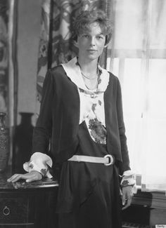 38 ideas iconic women in history amelia earhart Iconic Women, Famous Women, Amelia Earhart Picture, Female Pilot, Best Selling Books, Women In History, Historical Photos, Girl Power, Aviation