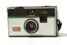 Camara Kodak Instamatic 134. Formato 126. Compatible con Flash Cubes desechables. Tengo 2 :)   $80