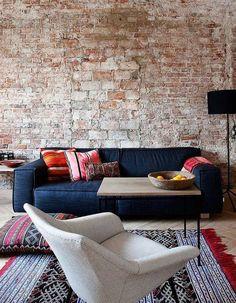Pin de g r a c e em future home charcoal sofa, blue couches e exposed brick walls. Home Living Room, Living Room Decor, Living Spaces, Decor Room, Charcoal Sofa, Bright Pillows, Blue Couches, Navy Sofa, Exposed Brick Walls