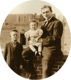 Young Marion (later John Wayne) with brother Robert and father Clyde Morrisson