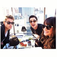 chordoverOn a rooftop for lunch w my friends @Olivia Ribeiro and @Darren Criss