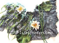 Groen en Grijze Nunoviltsjaal  Waterlelies  door lizetfrijters, $150.00
