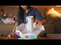 Carousel Diaper Cake - How To Make video she has thd best videos! Baby Shower Crafts, Baby Crafts, Baby Shower Decorations, Shower Gifts, Diy Diapers, Baby Shower Diapers, Baby Boy Shower, Diaper Crafts, Bebe Shower