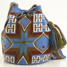 Hermosa Collection Wayuu Bags Handmade by One Thread at a time. Una Hebra Wayuu Mochila Bags of the Finest Quality. Mochila Crochet, Tapestry Crochet Patterns, Tapestry Bag, Boho Bags, Crochet Purses, Knitted Bags, Purses And Handbags, Knit Crochet, Knitting