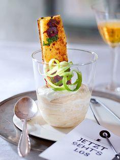 Zur Vorspeise lässt sich ie luftige Mousse wunderbar mit mediterranem Brot dippen.