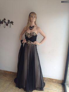 Bello vestido chifon negro, forro color beige y aplicaciones en dorado , disponible en Ole boutique