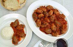 Σουτζουκάκια σμυρνέικα Greek Recipes, Lunches And Dinners, Tandoori Chicken, Dinner Recipes, Cooking, Ethnic Recipes, Food, Salt, Cross Stitch