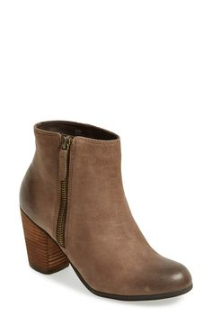 These classic booties with side zipper are the perfect height and essential for the fall wardrobe.