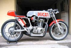 Ducati racer Virago Cafe Racer, Ducati Cafe Racer, Cafe Bike, Cafe Racer Motorcycle, Cafe Racers, Ducati Motorcycles, Vintage Motorcycles, Ducati Desmo, Moto Bike