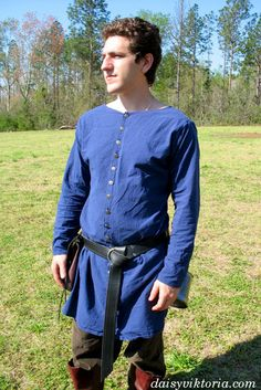 Century Medieval Tunic Reenactment Amazing Blue Color Best Style New Look Medieval Clothing Men, Medieval Tunic, Medieval Fashion, Historical Clothing, Medieval Fair, Medieval Life, Renaissance Costume, Medieval Costume, Renaissance Fair