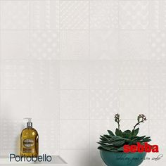 Royal White reproduz a preciosidade dos desenhos em alto relevo de metal, técnica das porcelanas europeias, sobre branco, requinte e sofisticação valorizando o seu ambiente.  Breve, você poderá conferir o Lançamento da Portobello Cerâmica, Royal White (30x60), da Linha Azuleja, aqui na Sebba!