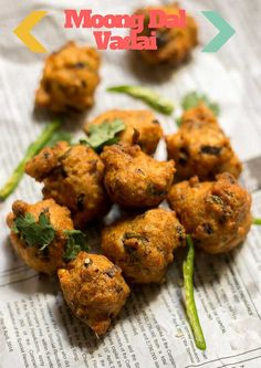 Easy recipe for moong dal vadai, pasi paruppu vadai made with moong dal and spices. Vadai made using split moong dal. With step by step pictures. Pakora Recipes, Goan Recipes, Gujarati Recipes, Indian Food Recipes, Vegetarian Recipes, Paratha Recipes, Gujarati Food, Vegetarian Cooking, Indian Appetizers
