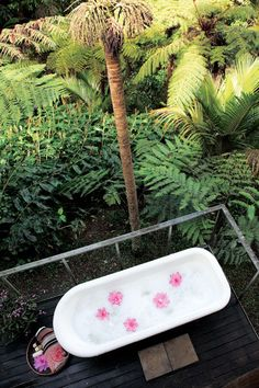 A rainforest retreat gallery 8 of 9 - Homelife Outdoor Tub, Outdoor Baths, Outdoor Showers, Outdoor Bathrooms, Beach Shack, Vacation Deals, Tropical Vibes, Island Girl, Humble Abode