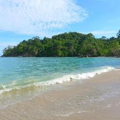 With 2016 only a few days away I'm reflecting back on a year of travel and sharing some of my highlights from 2015. Costa Rica may just have come out on top and looking back at this deserted beach in Manuel Antonio can you blame me!? . What's been your travel highlight of the year?  . #travel #passportready #travelgram #travelbloggers #wanderlust #instatravel #travelpics #travelling #amazing_places #worldroamers #natureisamazing #visitcostarica #manuelantonio #manuelantonionationalpark…