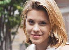 Carolina Dieckmann (n. Río de Janeiro, Brasil; 16 de septiembre de 1978) es una actriz de televisión, teatro, cine y modelo brasileña. Como actriz es reconocida tanto a nivel nacional como internacional por haber protagonizado varias telenovelas de la cadena brasileña Rede Globo. Protagonizó Lazos de familia, Señora del destino y Cobras & Lagartos. Formó parte de los elencos de telenovelas como Mujeres apasionadas, Passione y Fina Estampa, entre otras.