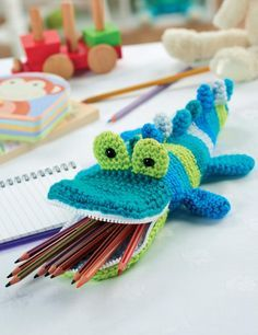 Crochet crocodile pencil case. Free pattern with registration