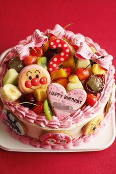 アンパンマンのお誕生日ケーキ♡ 『フルーツたっぷりで♡アンパンマンで♡』というご要望にお応えしました。 ってか、フルーツタップリのケーキって盛...