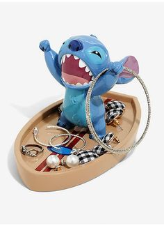 No one's gonna mess with Experiment that's why this trinket tray is the perfect place to for your rings, coins, keys, and other little items! This trinket tray features Stitch on a surfboard. A BoxLunch x x Lilo And Stitch Quotes, Lilo Y Stitch, Cute Stitch, Stitch Cartoon, Disney Stitch, Casa Disney, Disney Rooms, Peluche Stitch, Disney Jewelry