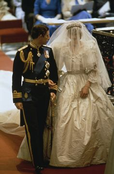 Wedding of Prince Charles and Lady Diana Spencer: The Prince and Princess of Wales - Prince Charles and Princess Diana Charles And Diana Wedding, Princess Diana Wedding, Prince Charles And Diana, Prince And Princess, Princess Style, Lady Diana Spencer, Royal Wedding Gowns, Royal Weddings, Wedding Dresses