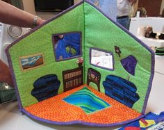 fold-up fabric doll's house...amazing work! @Stacy Brockett This would be a great quiet church toy don't you think? Not for me of couse..lol