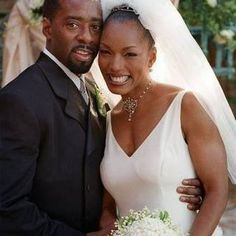 Black Love: Angela Bassett and Courtney B. Vance another inspirational couple that love does exist… last… and grow…Angela Bassett & Vance