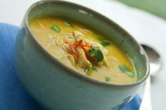 Zupa z kurczaka po tajsku Polish Recipes, Ciabatta, Thai Red Curry, Ethnic Recipes, Food, Mascarpone, Polish Food Recipes, Essen, Meals
