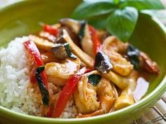 10 Minute Shrimp and Mushroom Thai Curry.      Ingredients in this Recipe: basil  coconut milk  cooking oil  mushrooms  red bell pepper  red curry paste  rice  shrimp