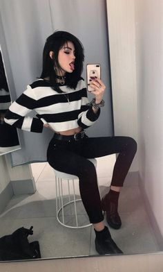 Image in 𝕄𝕀ℝℝ𝕆ℝ 𝕊𝔼𝕃𝔽𝕀𝔼𝕊 collection by shay🍃✨ on We Heart It Aesthetic Grunge Outfit, Aesthetic Fashion, Aesthetic Clothes, Alternative Mode, Alternative Outfits, Alternative Fashion, Punk Outfits, Casual Outfits, Girl Outfits