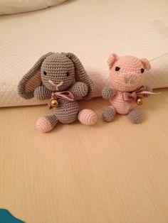 Coniglietto e maialino ...fatti in filo di cotone ... Da Caterina