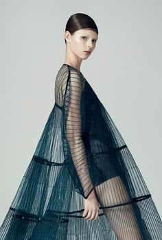 Matilda Norberg is a Swedish fashion designer who creates compelling sculptural knitwear & embodies her experimental, innovative style in textiles. Fashion Details, Look Fashion, Fashion Art, Fashion Trends, Space Fashion, Party Fashion, Fashion Clothes, Matilda, Fashion Vestidos