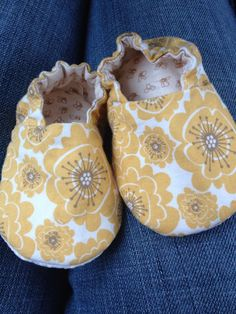 Flower & Bee Baby Booties
