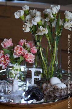 Ein wenig hiervon & davon: FridayFlowerday: Weiß & Blassrosa, Tulpen & Nelken