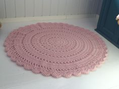 Crochet rug. 100% wool.