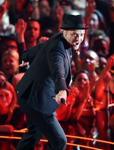 Justin Timberlake performing live at the 2013 MTV Video Music Awards in Brooklyn, New York. | MTV Photo Gallery