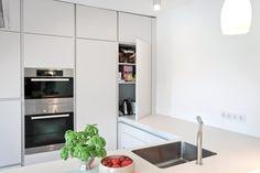 Küche bietet viel Stauraum