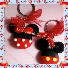 recuerdos llaveros minnie mickey mouse pasta francesa Polymer Clay Ornaments, Fimo Clay, Polymer Clay Projects, Polymer Clay Charms, Clay Crafts, Fiesta Mickey Mouse, Mickey Mouse Ears, Minnie Mouse Party, Mouse Parties