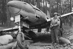 """This is a nice reproduction of an original WWII photograph showing a US soldier with an abandoned German Me262 jet fighter. Size of photo is about 4"""" x 6"""". US Soldier with Me262. 