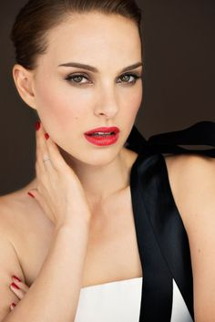 Natalie Portman Will Never Grow Up – Celebrities Woman Natalie Portman Hot, Natalie Portman Tumblr, Mathilda Lando, Nathalie Portman, Miss Dior, Portraits, Gal Gadot, Famous Women, Lady