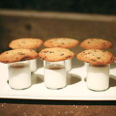 Late Night Cookies & Milk | Photography by Jasmine Star #weddings #weddingmenu