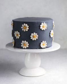 Pretty Birthday Cakes, Pretty Cakes, Beautiful Cakes, Amazing Cakes, Cake Birthday, Birthday Ideas, Birthday Cards, Happy Birthday, Flower Birthday Cakes