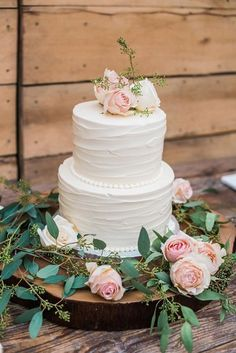 Wedding Elegant wedding cake idea - two-tier, buttercream-frosted wedding cake with blush flower topper tree slice cake stand {Andrea Hallgren Photography} - The two-tiered wedding cake was decorated with fresh roses. Cake and Desserts: Dulce Desserts 2 Tier Wedding Cakes, Blush Wedding Cakes, Small Wedding Cakes, Wedding Cake Roses, Pretty Wedding Cakes, Wedding Cakes With Flowers, Elegant Wedding Cakes, Wedding Cake Designs, Wedding Cake Toppers