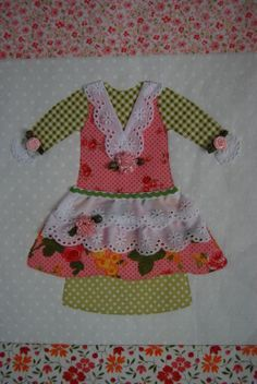 Doll Dresses Quilt for Olivia (applique, piece, quilt) Vintage Quilts Patterns, Quilt Patterns, Mini Quilts, Baby Quilts, Dolly Dress Up, Cute Embroidery, Patchwork Fabric, Sewing Appliques, Doll Quilt
