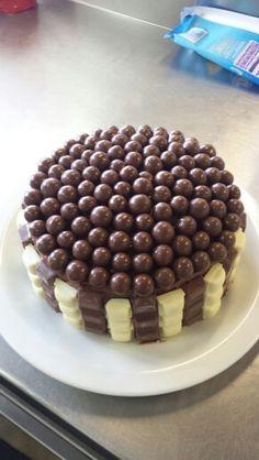Maltesser/Kinder/White chocolate Mud cake #Norty!
