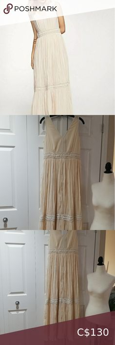 Massimo Dutti Cream Pleated Hand Beaded Maxi Dress Chic or boho style dress. Really nice 💓💓 Will fit for a tall woman. Massimo Dutti Dresses Maxi Boho Style Dresses, Fashion Dresses, Boho Fashion, Plus Fashion, Fashion Trends, Tall Women, Sheer Fabrics, Flat, Cream