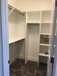 49 ideas for small walk in closet organization layout extra storage Source by Ahertensen clothes ideas tiny closet Small Master Closet, Walk In Closet Small, Tiny Closet, Small Closets, Small Bedrooms, Closet Ideas For Small Spaces, Bedroom Closet Storage, Bedroom Closet Design, Master Bedroom Closet