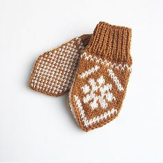Ravelry: Snøblomstvotter / Snow Flower Mittens pattern by Tonje Haugli Kids Knitting Patterns, Knitting For Kids, Mittens Pattern, Crochet Pattern, Crochet Baby Blanket Beginner, Norwegian Knitting, Handmade Gifts For Friends, Baby Mittens, Crochet Baby Booties