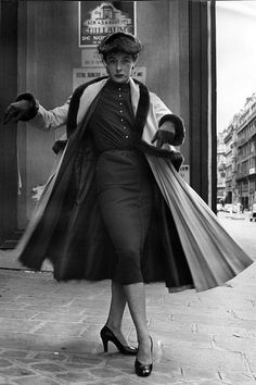 Bettina wearing a Jacques Fath 'bell-line' design in Paris - On the street in Paris, from a shoot that first appeared in Harper's BAZAAR in the Martin Dutkovitch Vintage Street Fashion, Fifties Fashion, Retro Fashion, Vintage Fashion 1950s, Classic Fashion, Office Fashion, Timeless Fashion, Jacques Fath, Balenciaga