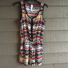 Printed Romper Cinched waist. Pockets,. Button down front. EUC Francesca's Collections Dresses