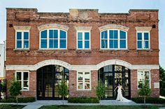 Station historical landmark venue (small, open floor plan, exposed brick, wet bar in the bridal suite...perfect?)